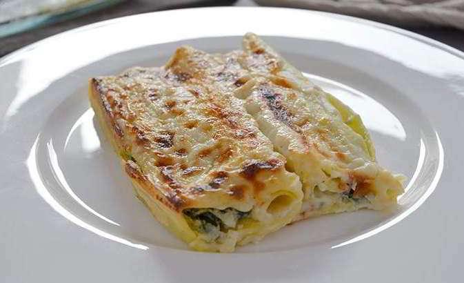 Cannelloni con spinaci e salsiccia