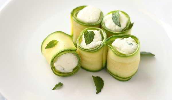 Involtini di zucchine con yogurt alla menta