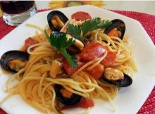 Spaghetti pomodoro e cozze