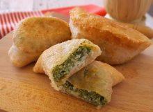 Panzerotti con spinaci e mozzarella